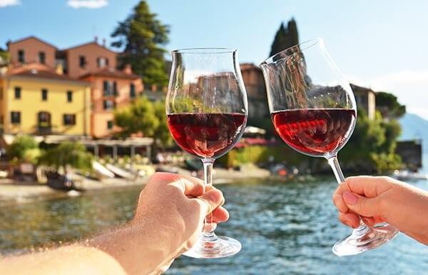 viticultor francés tomar vino tinto