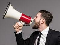 comunicacion senor con megafono
