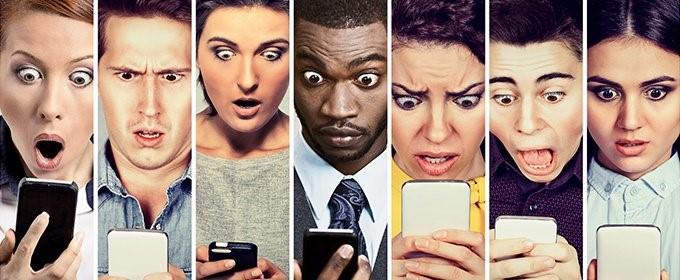 personas con móviles